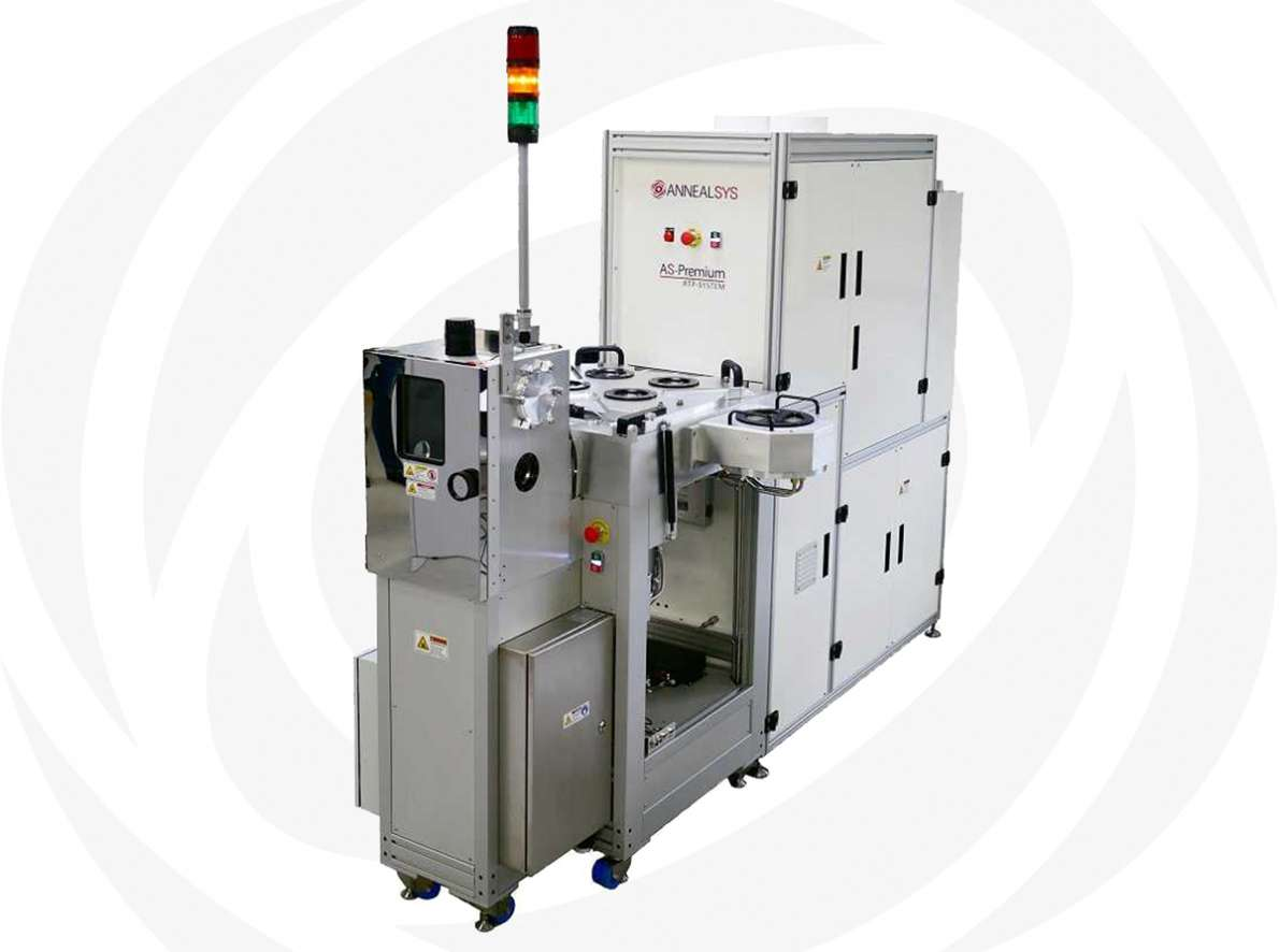 Rapid thermal processing system with square chamber